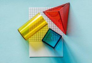شیشه های رنگی در اشکال مختلف