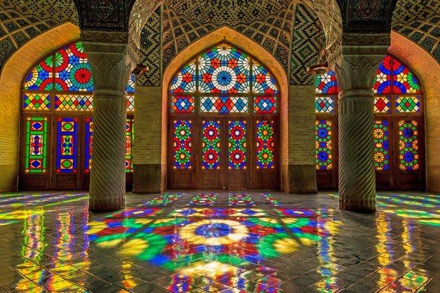 شیشه های رنگی در دکوراسیون داخلی