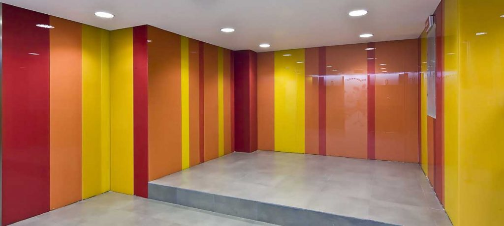دیوارپوش های شیشه ای رنگی